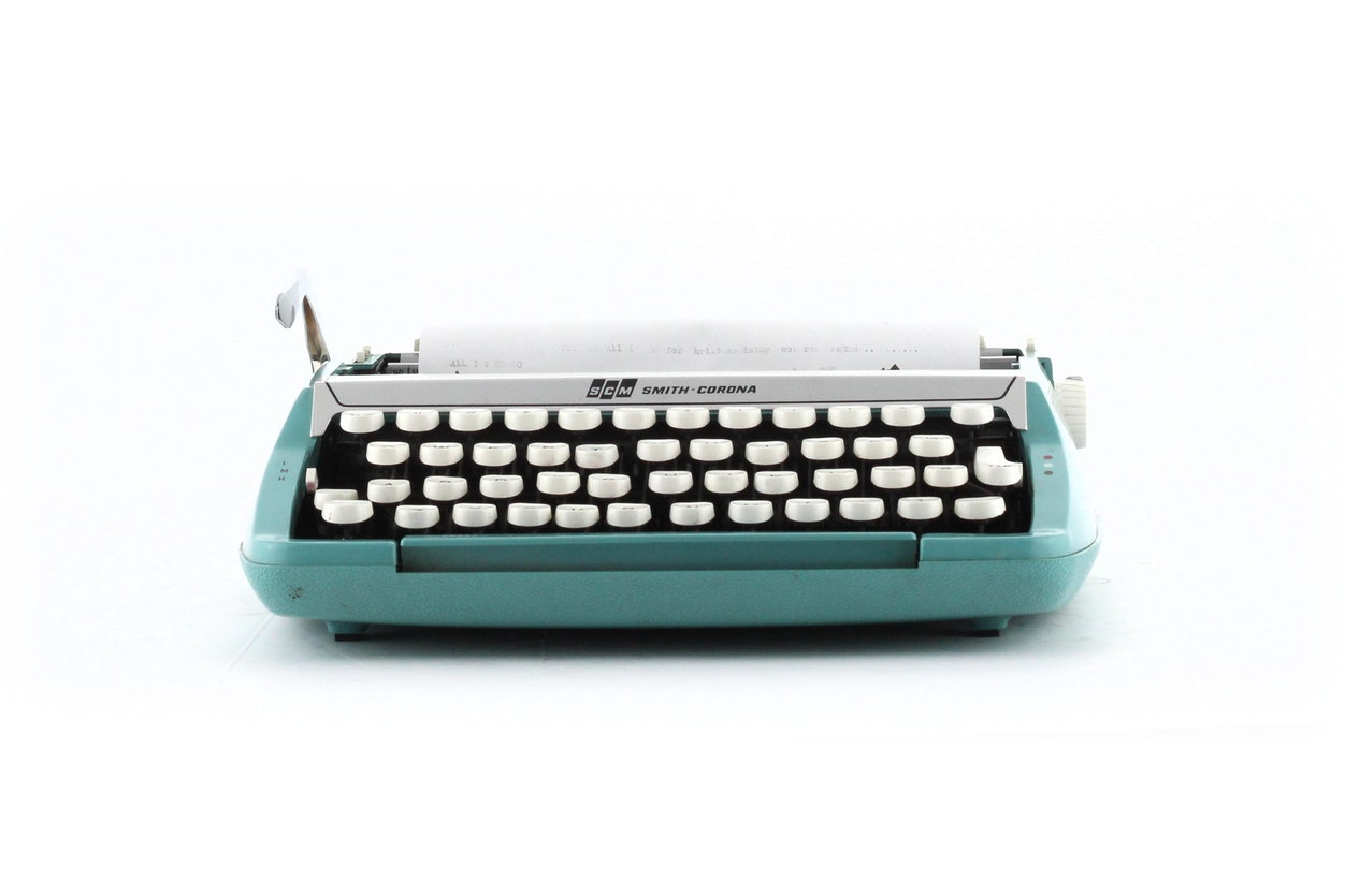 SMC Smith Corona Corsair Deluxe Portable Typewriter