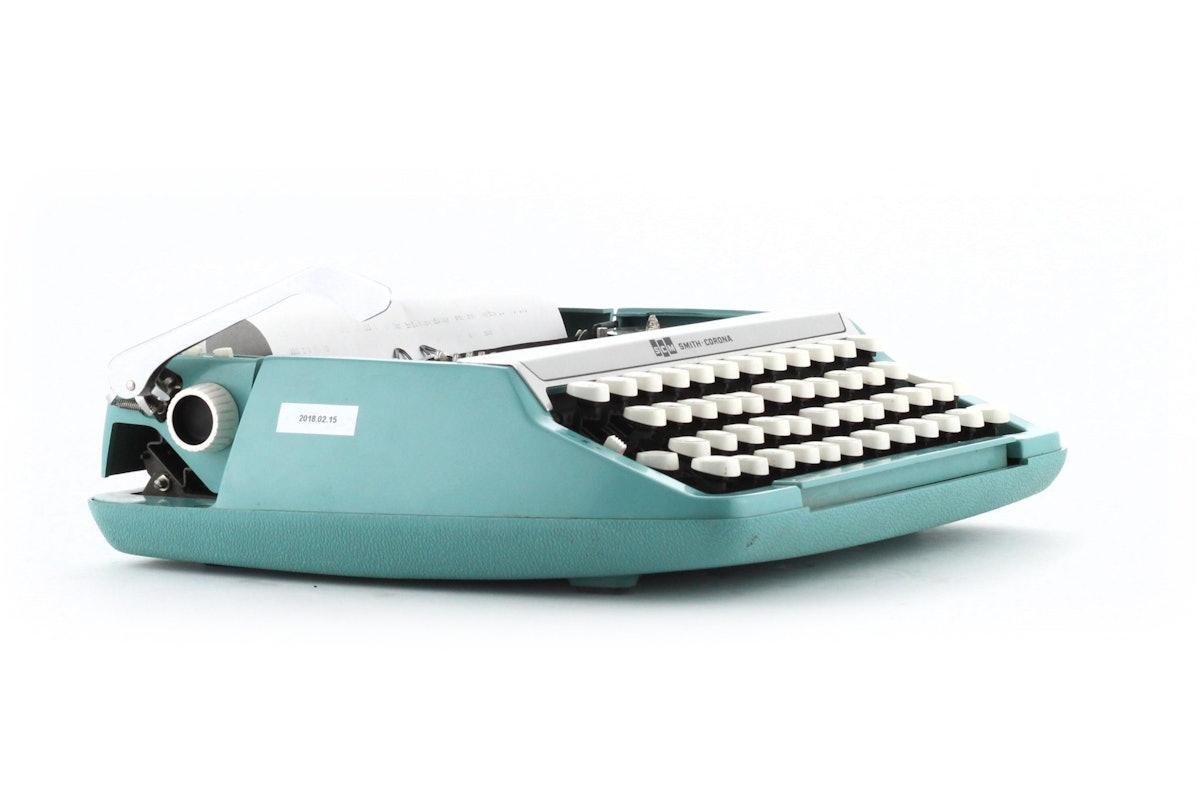 SMC Smith Corona Corsair Deluxe Portable Typewriter